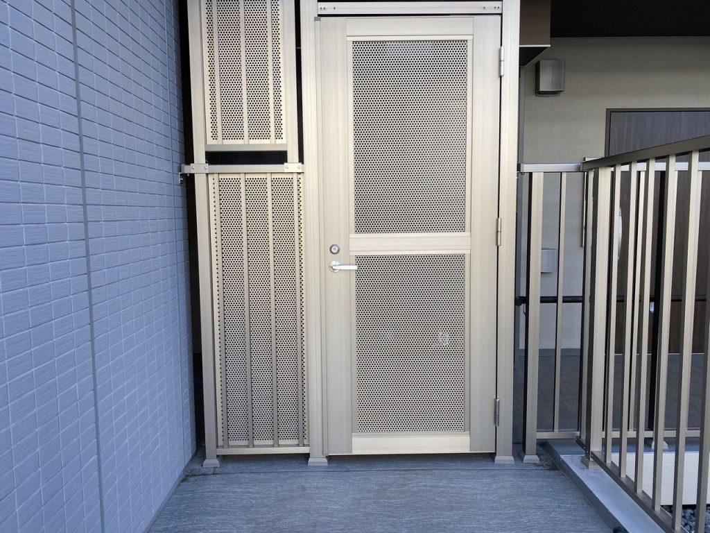 パンチング門扉